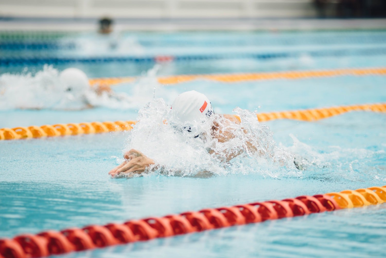 5 reasons why swimming burns more calories